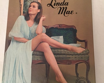 2 Pair of White Seamless Mesh Vintage LINDA MAE Boxed Stockings NOS