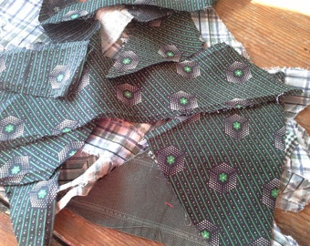 Antique (25) Scrap Fabric Quilt Pieces all from 1880 to 1910 -Green & Blacks Material COTTON
