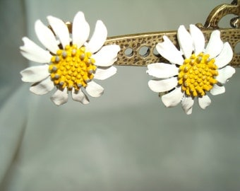 1960s White and Yellow Daisy Flower Earrings.