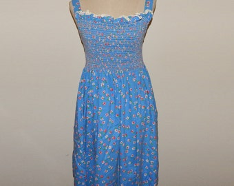 Adorable Smocked Floral Summer Dress Bust up to 35 Waist up to 30 Hip up to 40 Size M or Size 10