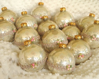 Vintage Christmas Bulbs, Victorian Bulbs, Pearl White Antique Xmas Bulbs, Shabby Chick Bulbs, Old Mecury Glass, Pastel Bulbs