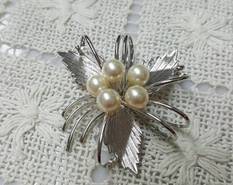 High Style Pearl   Brooch