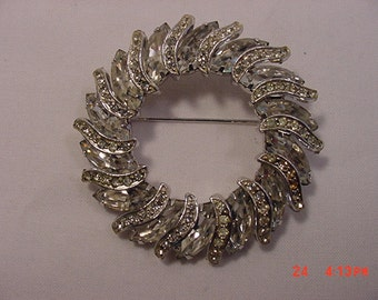 Vintage Weiss Signed Rhinestone Brooch   16 - 98