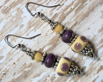 Lavender and Cream Spotted Lampwork Earrings (2552)