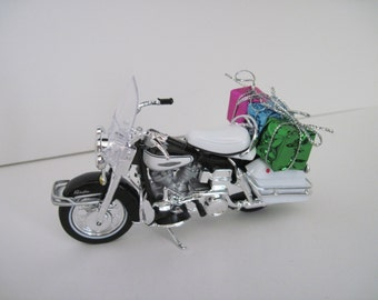 1966 HARLEY DAVIDSON FLH Electra Glide Motorcycle w/Gifts - Christmas Ornament - Maisto 1:18 Scale