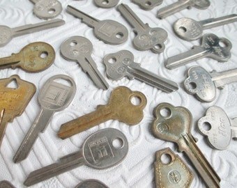 OLD VINTAGE KEYS Assorted for Mixed Media or Altered Art Projects