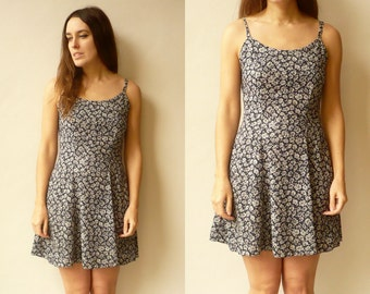 Vintage 1990's Grunge Revival Ditsy Floral Print Mini Dress Size XS