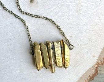 Gold druzy necklace // gold quartz necklace// boho style necklace // bohemian style necklace // short necklace // stone charm // gold stone