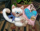 "Primitive Valentine Cat with Heart ""Letter"" Doll Ornie Pattern 70"