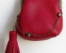 Petit porte-monnaie avec pompon en cuir d'agneau rouge , style rétro