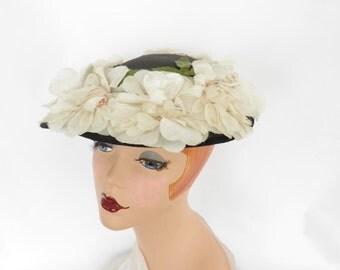 Vintage 1950s hat, black, white flowers