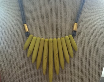 Yellow spiky necklace with brass and grey cotton jersey