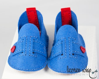 MARY JANE — Hand stitched felt baby booties / blue jean colour with red heart buttons. Matching gift box - makes great baby gift