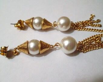 gorgeous VINTAGE gold faux PEARL long FRINGE pierced shoulder duster earrings