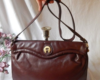 DISCOUNTED Lovely Vintage 80s ETIENNE AIGNER~ Ox Blood Leather Crossbody Purse~squeeze frame