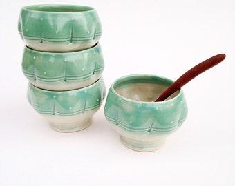 Set of 4 Ice Cream Bowls, Green dot pattern