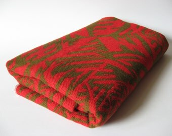 Striking coarse woven 70s vintage euro tablecloth olive green on red Scandi abstract print