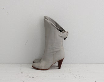Vintage Gray Leather Boots . 1970s 70s Boho Boots . Gray Ankle Boots . Heeled Boots