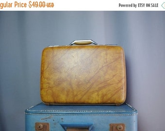 ON SALE 50% 70s Vintage TAN Rounded Briefcase with Extendable Handle