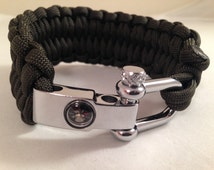 Quick Deploy Paracord Bracelet with Compass and Metal Shackle - Blaze Bar Pattern