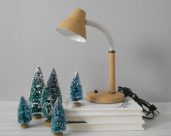 vintage small tan gooseneck lamp / reading table lamp / desk lamp / lighting