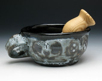 Gothic Skulls Shaving Bowl with Angled Handle for RIGHT HANDERS