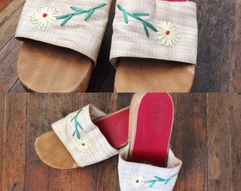 FREE SHIPPING//vintage floral daisy beige red clog sandal