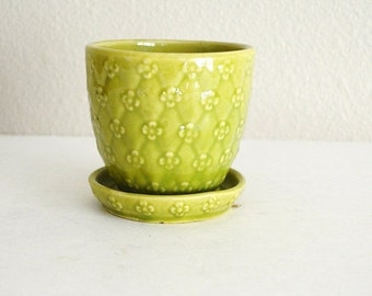 Fall SALE 20% Off - Vintage Lime Lemon Yellow Green Floral Shawnee Planter with Saucer Rim -454 USA made