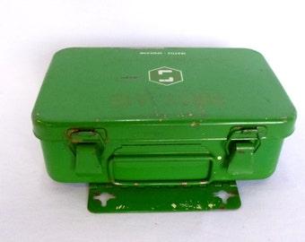 Vintage GREEN FIRST AID Box