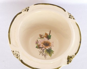 VINTAGE FLUTED BOWL/usa pottery