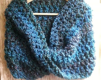 free shipping,Woman Cowl, crochet cowl, woman scarf, blue