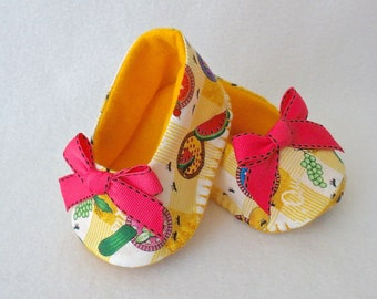 Baby Shoes, Girls Hand Stitched Booties,  Yellow and White  Hand Sewn Baby Shoes,  Picnic Print with Pink Bow