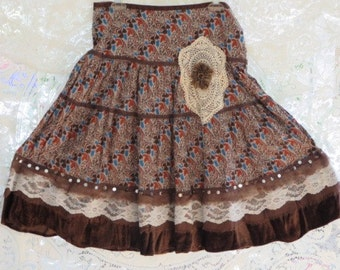 COUNTRY Chic LACE Embellished Skirt - Fabulous Falling Leaves Motiff -- Size MEDium