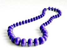 Vintage MOD Purple Necklace Graduated Deep Purple Plastic Beads 1960s Retro Jewelry