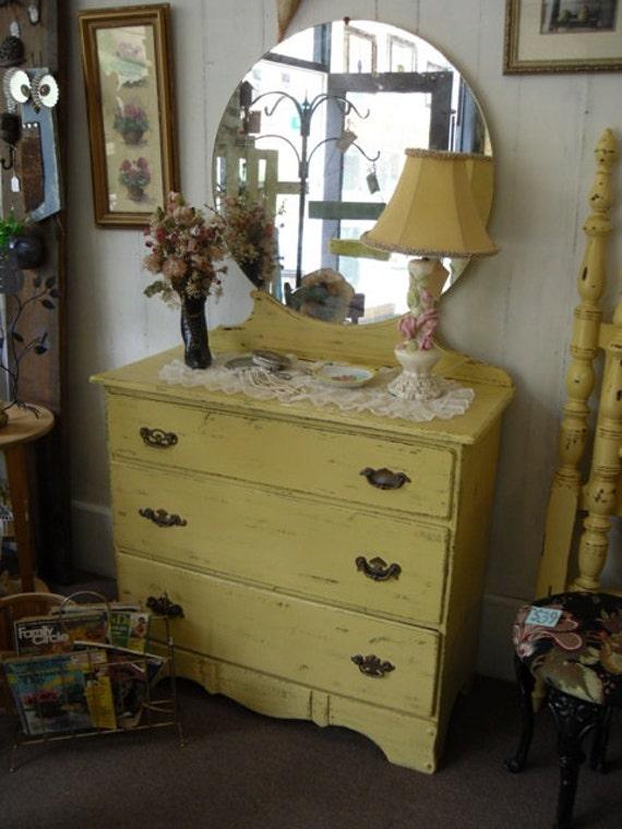 Commode vintage avec miroir chambre de meubles peints la for Commode antique avec miroir