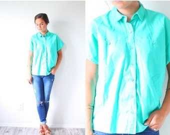 20% OFF BIRTHDAY SALE Vintage green/mint blouse // short sleeve summer top // green shirt // blouse/shirt // v-neck slouchy shirt // collare