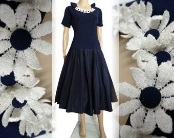 Vintage 1940s Dress . 40s Dress . Navy Blue - Party Dress . Daises - Gorgeous