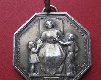 On Sale Vintage Paris Mint Silver Mothers Pendant French Medal Signed Renard SS540