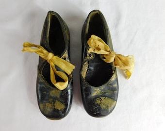 Antique Pair of Childrens Rockettes Dance Tap Shoes   Box W