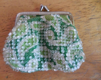 Vintage 1960s Plastic Beaded Retro Change/Coin Purse Paisley Fabric Gold Tone Kiss Lock Green