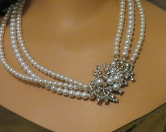 Faux Pearl and Rhinestone Vintage Necklace #001