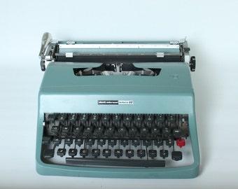 Vintage Light Blue Underwood Olivetti Lettera 32 Metal Typewriter