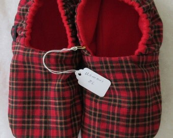 Red plaid KozyFoots size  8.5
