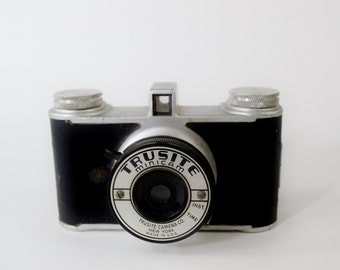 Terrific Vintage Trusite Minicam Camera from the 1940's