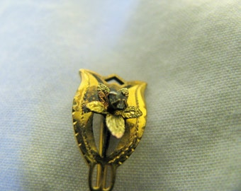 Taille d'epergne stick pin with beautiful flower center. Signature