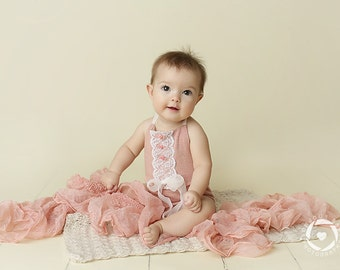 6-9 months Light Pink Short Romper with White Lace-Photography Prop Bibs-Sitters Bibs-Kids Photography Props-Sitters Romper-Kids Bodysuits