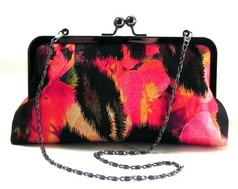 Clutch - Metallic fabric in black, gold, pink, green and yellow - Gunmetal kisslock frame with chain