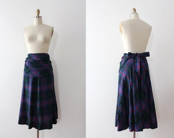 CLEARANCE vintage 1940s skirt // 40s wool plaid skirt