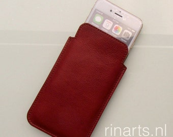 Leather iPhone 6s /7 case / iPhone 6s sleeve in reddish brown cow leather and natural suede lining.