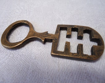 "Unusual key, 2.5""ins long by 1"" ins across. Interesting design.  We do not know what it was used for.Good conversation piece! KAM12.4-14.40."